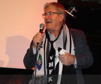 Davy Wathne med heimelaga VHFK slips til og med.
